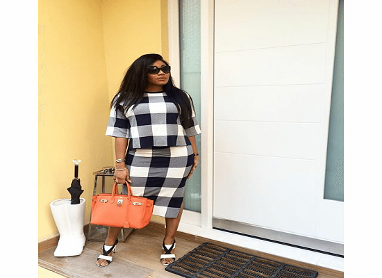 abisola-kola-daisi-in-a-checkered-print-outfit